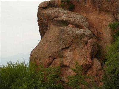 batu mirip manusia