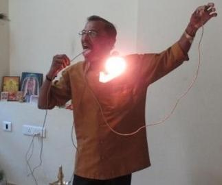 manusia listrik